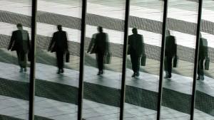 Gehaltsschere in Dax-Konzernen geht auseinander