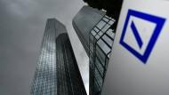 Dunkle Wogen bleiben weiterhin über der Deutschen Bank.