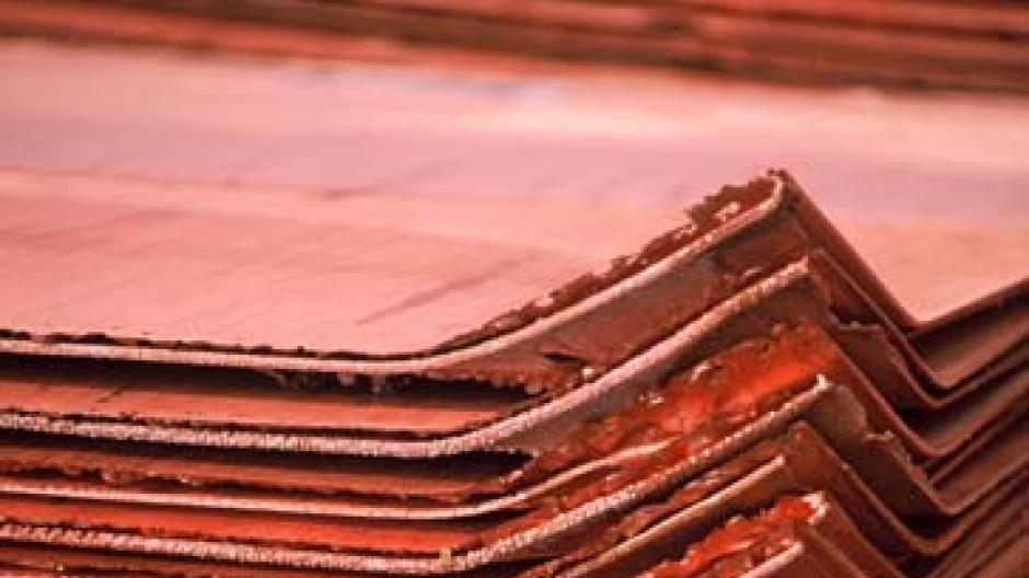 Kupferkathoden - Rohstoff für die Produktion.