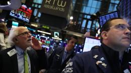 An den Börsen steht es Spitz auf Knopf