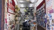 Handyshop in Ahmadabad: In Indien sehen Fondsmanager noch Chancen.
