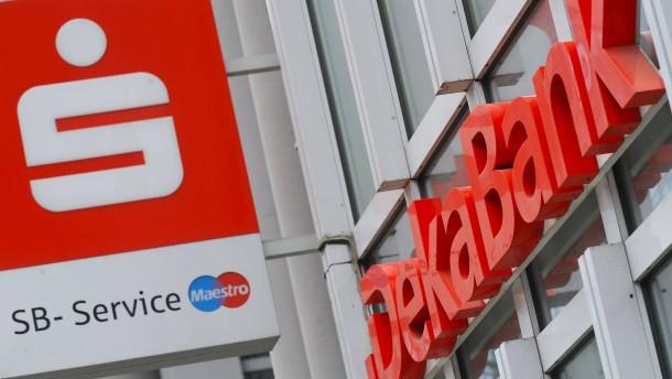 Landesbanken ringen mit Sparkassen um Millionen