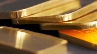 In Berlin haben Kriminalbeamte vier Tonnen angebliches Gold sichergestellt. In den Barren steckte zum Teil billiges Füllmaterial.