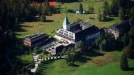 """Schloss Elmau, Tagungsort des G(-Gipfels von 2015, wartet jetzt auf """"Schlag den Meck""""-Gewinner Alexander Aigner."""