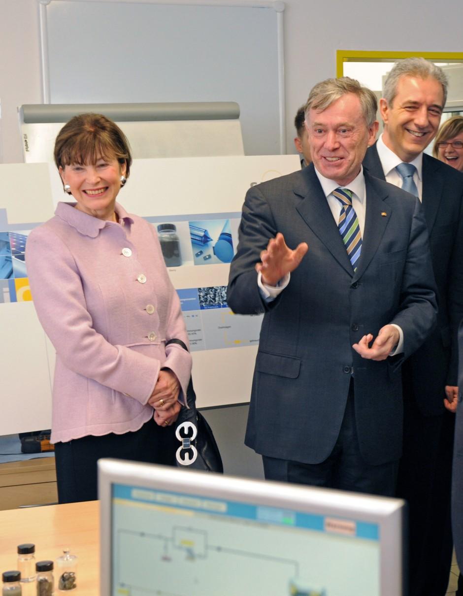 Der frühere Bundespräsident Köhler bei Sic Processing bei Sic Processing in Bautzen. Vier Jahre später könnte das Unternehmen insolvent werden