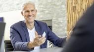 """Klaus Hermann arbeitet seit 1988 in der Versicherungsbranche. Er besitzt eine Agentur und hat das Buch """"Ich bin kein Klinkenputzer"""" geschrieben."""