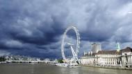 Dunkle Wolken überschatten das London Eye: Immer mehr Briten wollen, dass ihr Land nicht mehr zur Europäischen Union gehört.