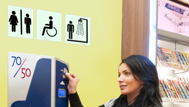 Toilettenkampf an der Autobahn
