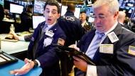 An der Wall Street verfolgen Händler auch die Entwicklung des marktbreiten S&P 500-Index.