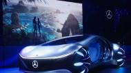 Die Zeit der PS-Boliden sehen manche als abgelaufen an. Daimler versucht es trotzdem auch damit - aber vollelektrisch.