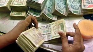Indische Rupie bricht ein