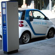 In Stuttgart gibt es Hunderte privilegierte Kostenlos-Parkplätze für E-Autos.