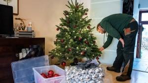 Fertig geschmückte Weihnachtsbäume per Mausklick