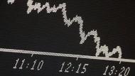 Eine Kurstafel zeigt den Börsenindex Dax