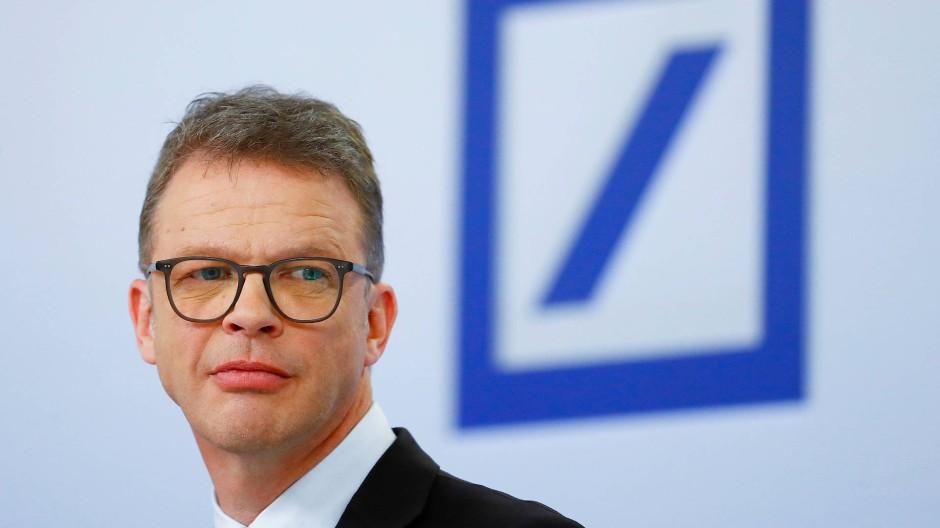 Der Vorstandsvorsitzende Christian Sewing kann  zufrieden sein: Die Deutsche Bank wurde am amerikanischen Kapitalmarkt mit offenen Armen empfangen.