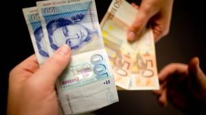 Fast jeder zweite Befragte der Studie stimmt der Aussage zu, dass Deutschland von der Einführung des Euro profitiert hat.