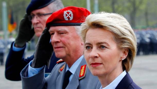 Verteidigungsministerin spricht zu Werten der Bundeswehr