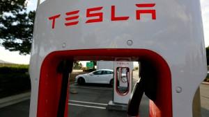 Tencent steigt mit fünf Prozent bei Tesla ein