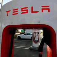 """Mit dem Geld der Investoren will Tesla den reibungslosen Start der Serienfertigung des Mittelklasse-Stromers """"Model 3"""" sichern."""