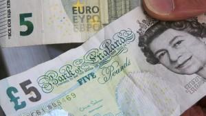 Pfund nimmt nach Zinssenkung Talfahrt auf