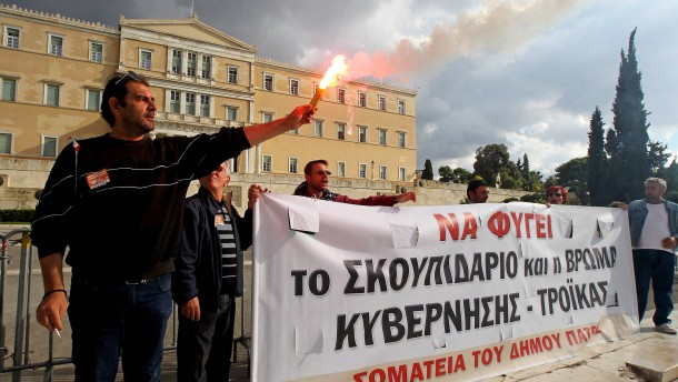 Public sector workers demonstrate in central Athens