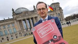 Bundesjustizminister Heiko Maas freut sich, dass die Mietpreisbremse heute vom Bundestag verabschiedet wurde.