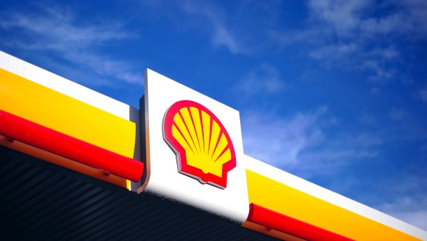 Shell, Europe's largest oil company, has established a separate division, New Energies, to invest in renewable and low-carbon power. The move emerged days after experts at Chatham House warned.