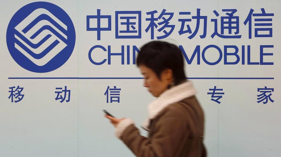 Plakat in Schanghai: Der Konzern China Mobile steht in Amerika auf einer schwarzen Liste.