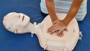 Lebensrettung durch Unbekannte provoziert Debatte über Erste Hilfe