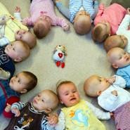 Extrem süß, aber eher für Kindergärtnerinnen als für Investoren interessant: Babys in einer Kita in Frankfurt an der Oder.