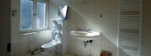 Übertriebener Luxus? An der Wand hängende Toiletten wie hier in einer Berliner Wohnanlage können gegen Milieuschutzsatzungen verstoßen.