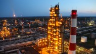 Ölpreisverfall bedroht Russland und Venezuela