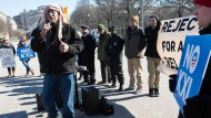 Gegner der Keystone-Pipeline IV demonstrieren vor dem Weißen Haus.