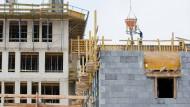 Der Bauboom in Deutschland schreitet voran. Doch nicht immer entstehen die Wohnungen dort, wo sie am nötigsten gebraucht werden.
