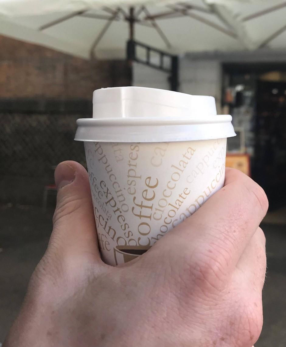 Kaffee zum mitnehmen: Noch lässt sich nicht alles mit Bitcoin bezahlen.