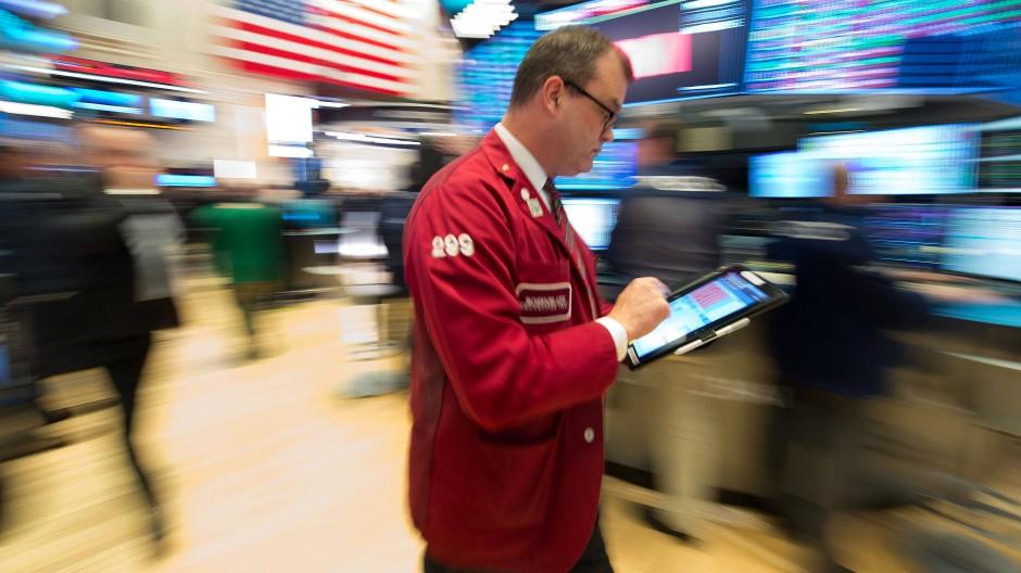 Der Graue Kapitalmarkt ist der unregulierte, aber noch legale Teil des Kapitalmarkts. Er steht nicht unter staatlicher Aufsicht. Dort tätige Unternehmen benötigen insbesondere keine Erlaubnis der BaFin und müssen keine bis wenige gesetzliche Vorgaben erfüllen.