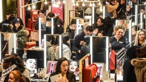 Aussicht auf Weihnachtsgeschäft beflügelt Handelsaktien
