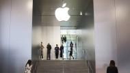 Apple ist mit einer Marktkapitalisierung von fast 900 Milliarden Dollar das wertvollste Unternehmen der Welt.