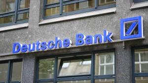 Fitch stuft Deutsche Bank herab