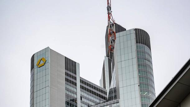 Neues zur Fusion von Deutscher und Commerzbank aus Davos