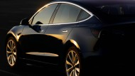 Ein Elektromobil: Der Tesla Model 3 – gibt es Produktionsschwierigkeiten?