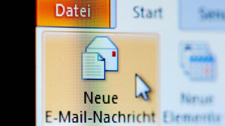 """Neue Nachricht: Oft wirken die falschen Mails täuschend echt und sind vermeintlich """"vertraulich""""."""
