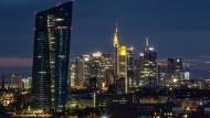 Die Frankfurter Skyline: Je größer, desto imposanter? Zumindest für das Überleben von Fonds ist die Größe ein wichtiger Faktor.