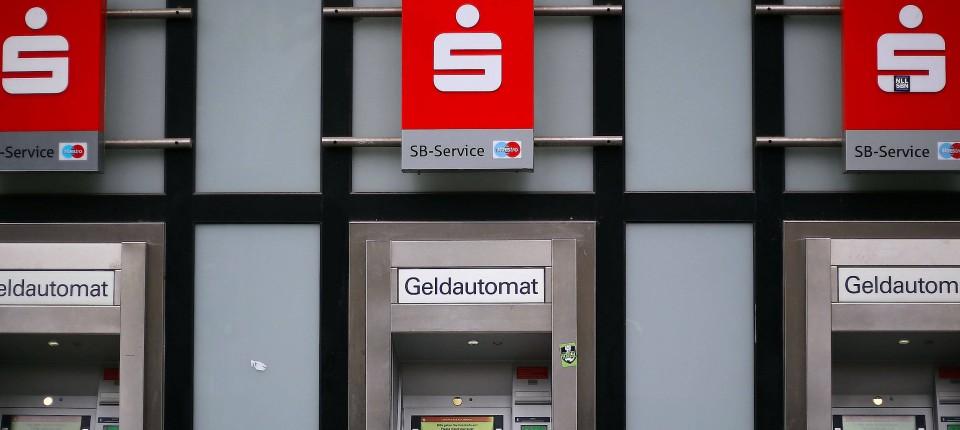 Sparkassen Kunden Zahlen Gebühren Am Automaten
