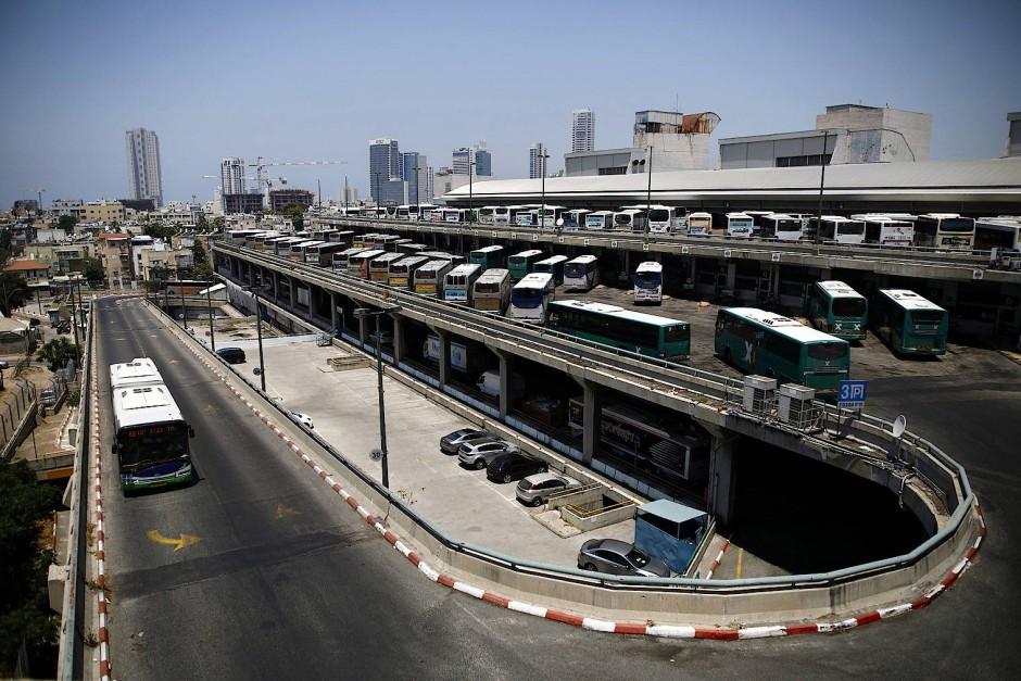 Verkehrsknotenpunkt Tel Aviv, der Busbahnhof von oben.