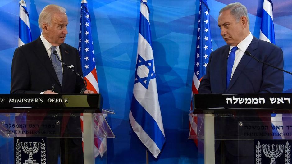 Partner mit Meinungsverschiedenheiten: Joe Biden (links), damals noch Vizepräsident, bei einem Besuch in Jerusalem im März 2016 neben Israels Premier Netanjahu.