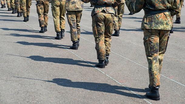 Bundeswehr postet Wehrmachtsuniform mit Hakenkreuzen