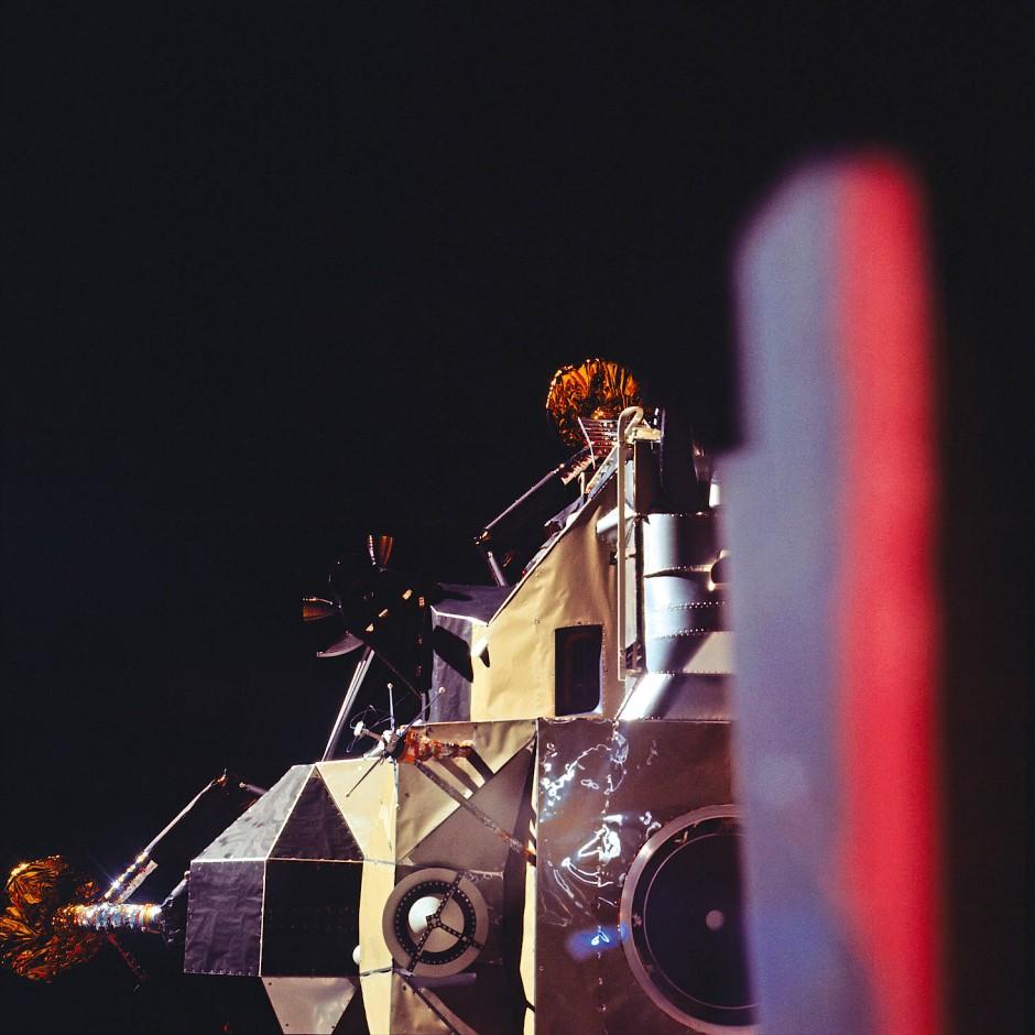 """Apollo 11 im Juli 1969: Michael Collins fotografiert die Landefähre """"Eagle"""" vor der Abkopplung vom Raumschiff. Sie landet kurz darauf auf dem Mond."""