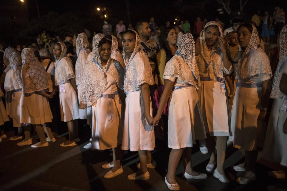 Katholische Frauen während einer Prozessionsfeier in Maracaibo, Venezuela.