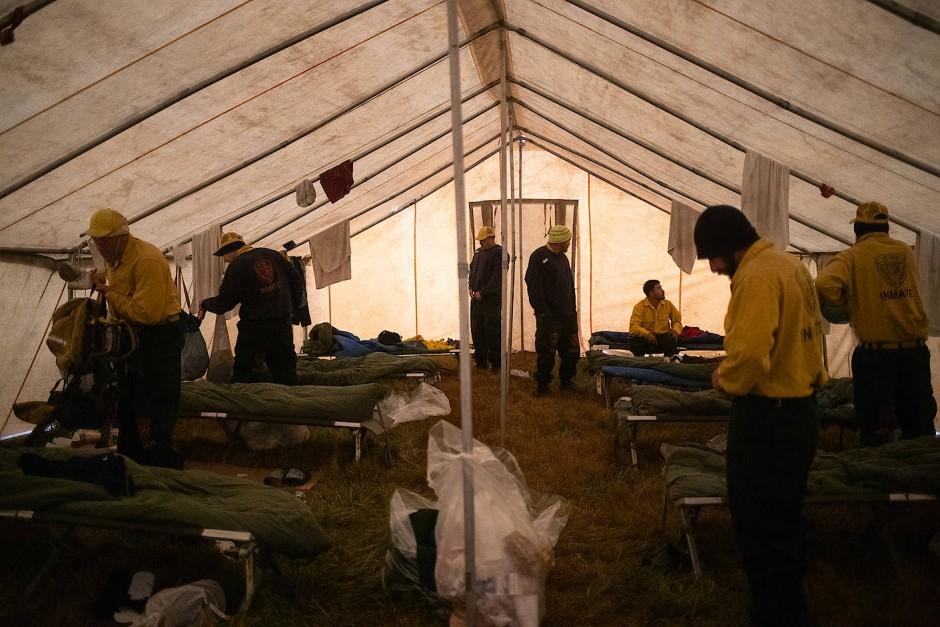 Die Häftlinge sind gemeinsam in Zelten untergebracht.